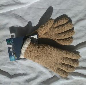 Isotoner yarn gloves